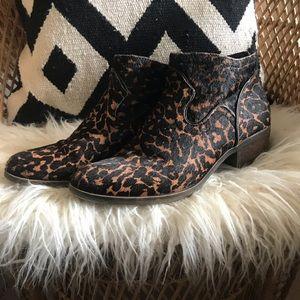 Kensie Gabor cheetah booties